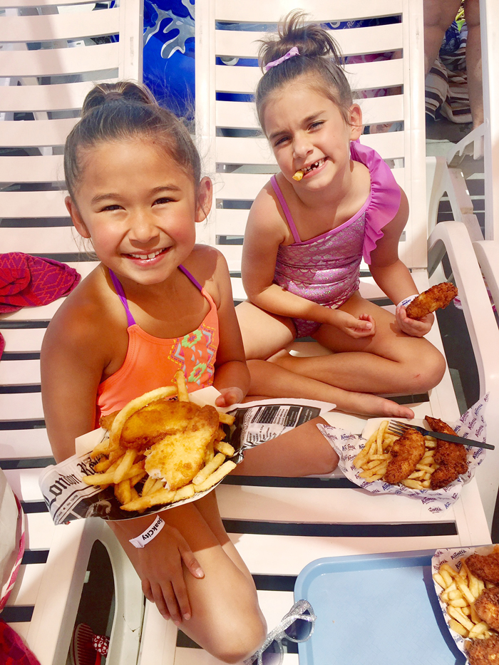 Knott's Soak City Waterpark Longboards Grill